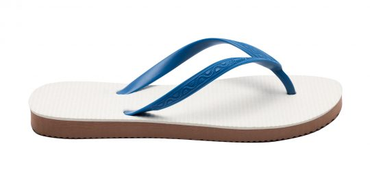 Tong modèle Bornéo bleu sea. Vue de profil