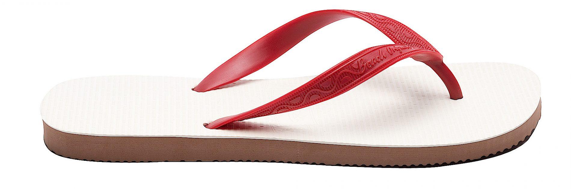 Tong modèle Tulum rouge cerise. Vue de profil